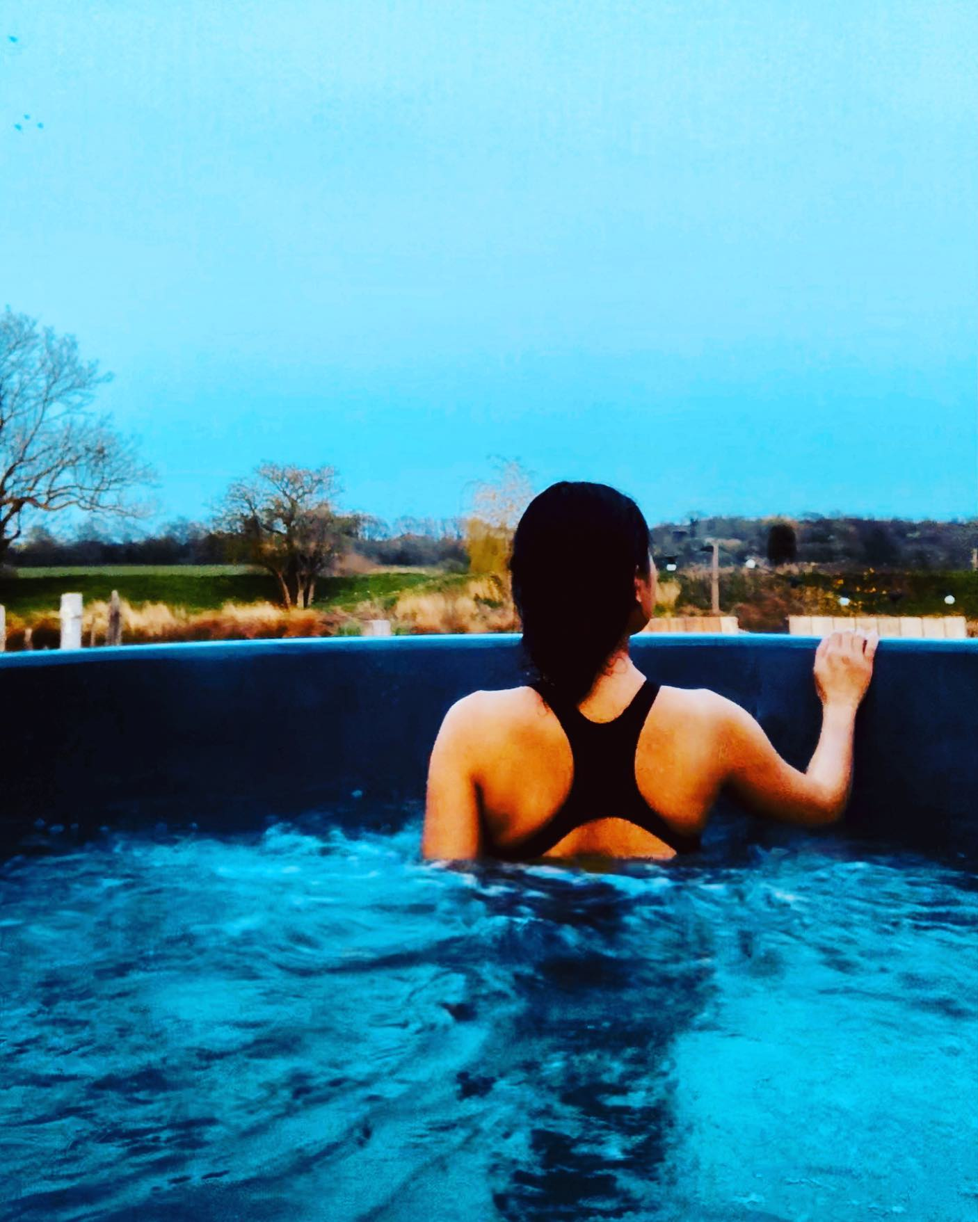 Half warm (35 degrees), Half freezing (10 degrees) 🔥🥶.. But never mind ✨.. Coz' what's better than soaking in the wood-fired Hot Tub while staring at this peaceful view in the middle of nowhere!! I can stay here forever! 🎑🎑🎑 #LiveLife #StaycationUK