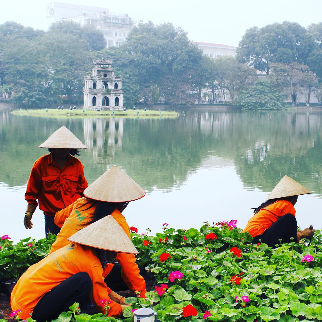 Hoan Kiem Lake... A great way to beat the jet lag of few good days in Sydney #visitvietnam #hoankiemlake #hanoi