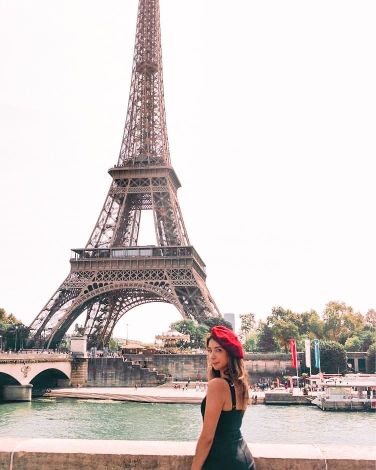 Oops I sliced the top of the Eiffel tower 😬 Happy to say that I'm healing super well. That doctor really scared me telling me I was severely damaged.   #thatwasacloseone #saynotomandolines #travelphotography #sheisnotlost #france🇫🇷 #girlsthatwander