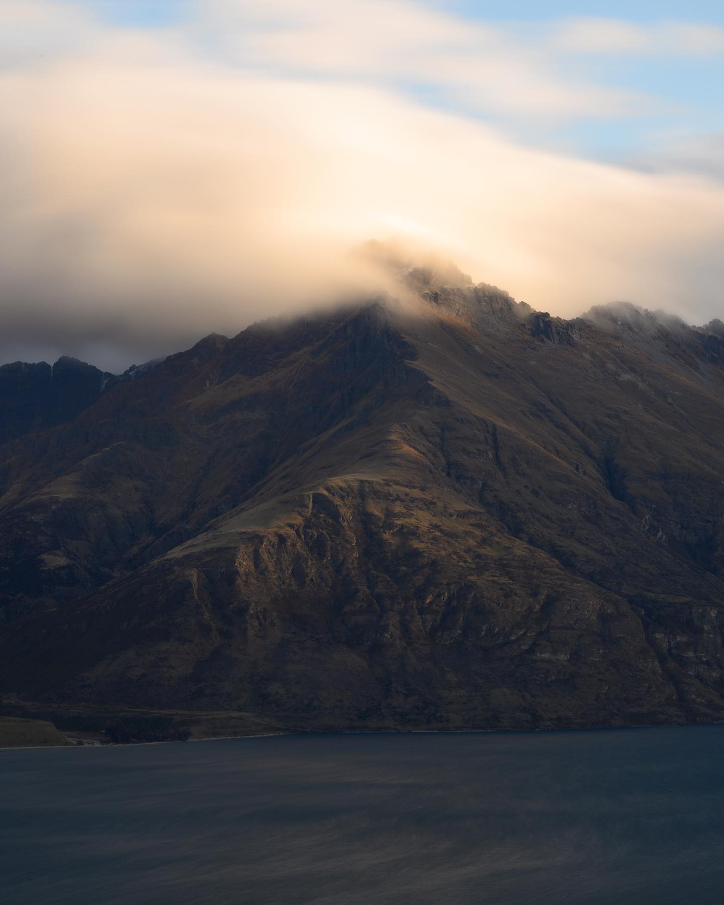 Sunset view of Walter Peak and Lake Wakatipu in Queenstown. The elevated and 360 views from @luc22alpineretreat located on Ben Lomond are simply breathtaking 🤩. A definite must stop place to stay in Queenstown 🏔  . . . . . #queenstown #queenstownlive #lakewakatipu #walterpeak #nzmustdo #purenewzealand #exploremore #ignewzealand #winter #nzgeophoto #nz #nouvellezelande #nztravel #nzgeo #nikonnz #queenstownnz #southisland #nzlandscapes #discovernz #southernalps #adventure #nzlandscapephotography #nztravelmagazine #nzdailyshot  #airbnbwithaview #airbnbnz