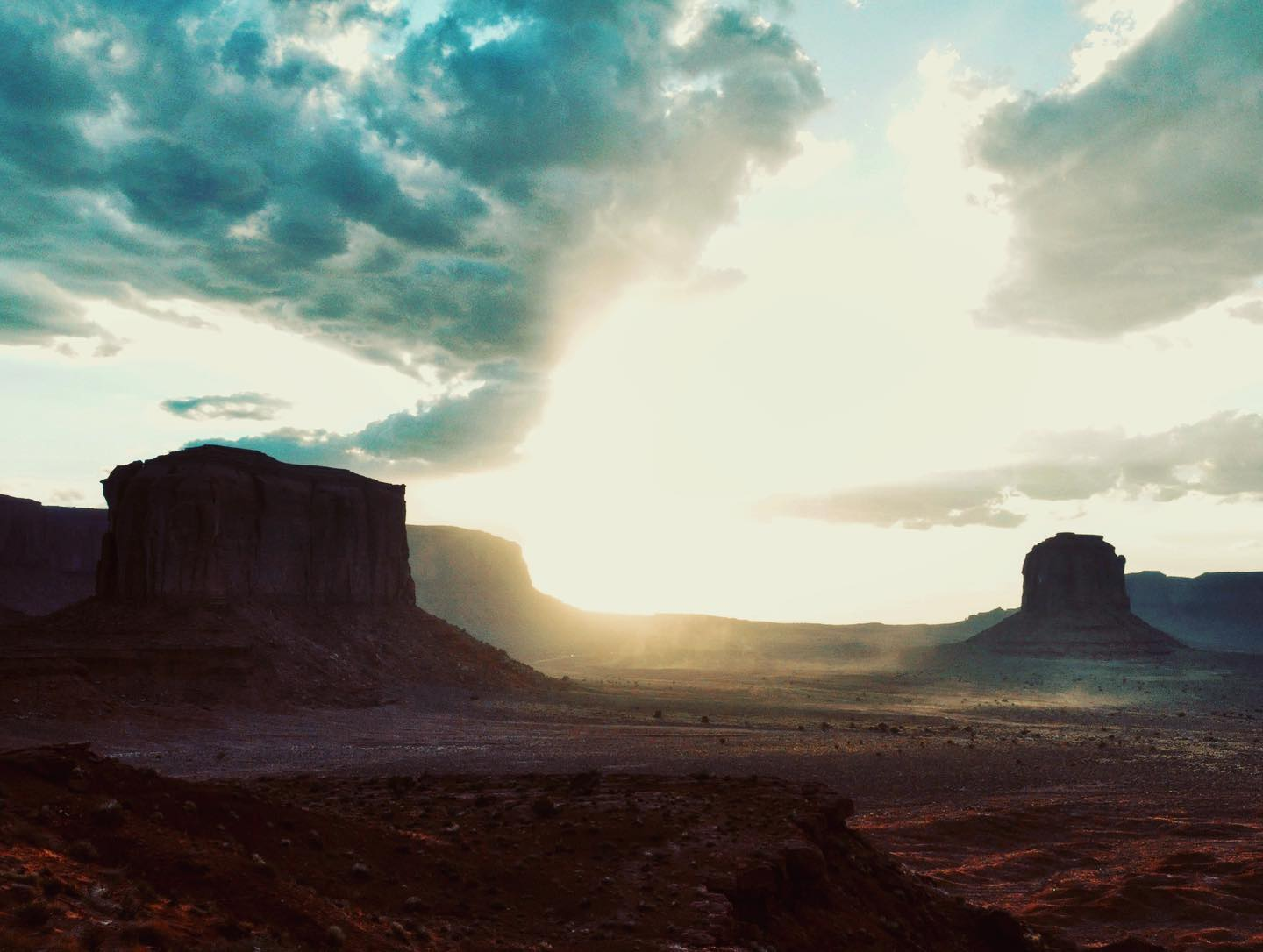Monument Valley, Arizona/Utah Amazing nature! If you haven't been to Monument Valley, you have to put it on your bucket list.   #usa #us #usatravel #usatravels #usatrip #usareisen #usaroadtrip #monumentvalley #usaliebe #usalove #usaaddicted #usaphotography #travelphotography #travelpics #traveltheworld #traveltheusa #naturephotography #naturelovers #naturfotografie #natureperfection #natureaddict #beautifulnature #beautifulplaces #picoftheday #naturegram #travelblogger #reiseblogger #instadaily #natureshots #naturebeauty