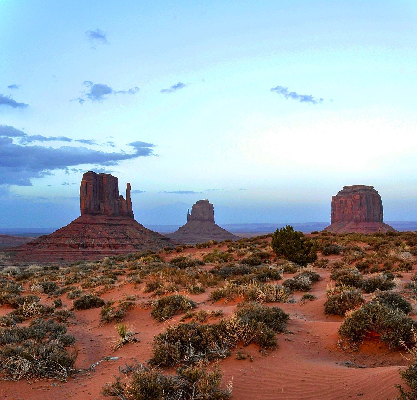 Monument Valley, Arizona/Utah  From left to right: West Mitten Butte, East Mitten Butte and Merrick Butte  #usa #us #usatravel #usatravels #usatrip #usareisen #usaroadtrip #traveltheworld #utahunique #arizona #utah #monumentvalley #navajotribalpark #unitedstates #nature #naturephotography #naturelovers #naturfotografie #naturepic #natureperfection #mustseeplaces #travelcouple #teavelstoke #travelenthusiast #travelawesome #picoftheday #travelphotography #travelblogger #exploremore #passionpassport