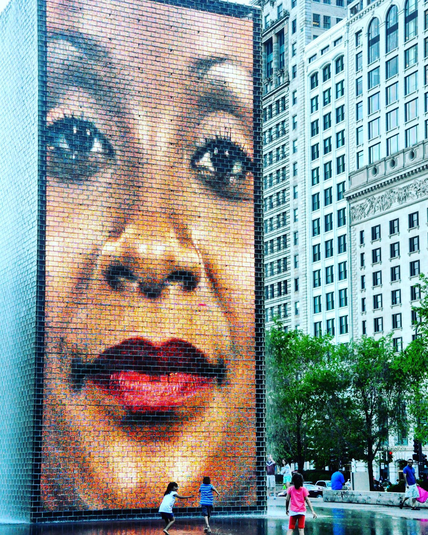 Crown Fountain, Chicago, Illinois One of several fountains in Chicago's Millennium Park. The Crown Fountain, designed by Spanish artist Jaume Plensa, is a pair of video screen boards with faces spouting water. The faces representing the different cultures of the city's people. #usa #usatravel #usatraveler #usa_and_go #travelphotography #travelgram #chicago #chicagogram #crownfountain #milleniumparkchicago #fountain #artwork #artwork #jaumeplensa #jaumeplensasculpture #sculpture #sculptureart #citytrip #cityphotography #reisefotografie #städtetrip #travelblog #travelblogger #reiseblog #reiseblogger #reiselust #reisefotografie #instatravel