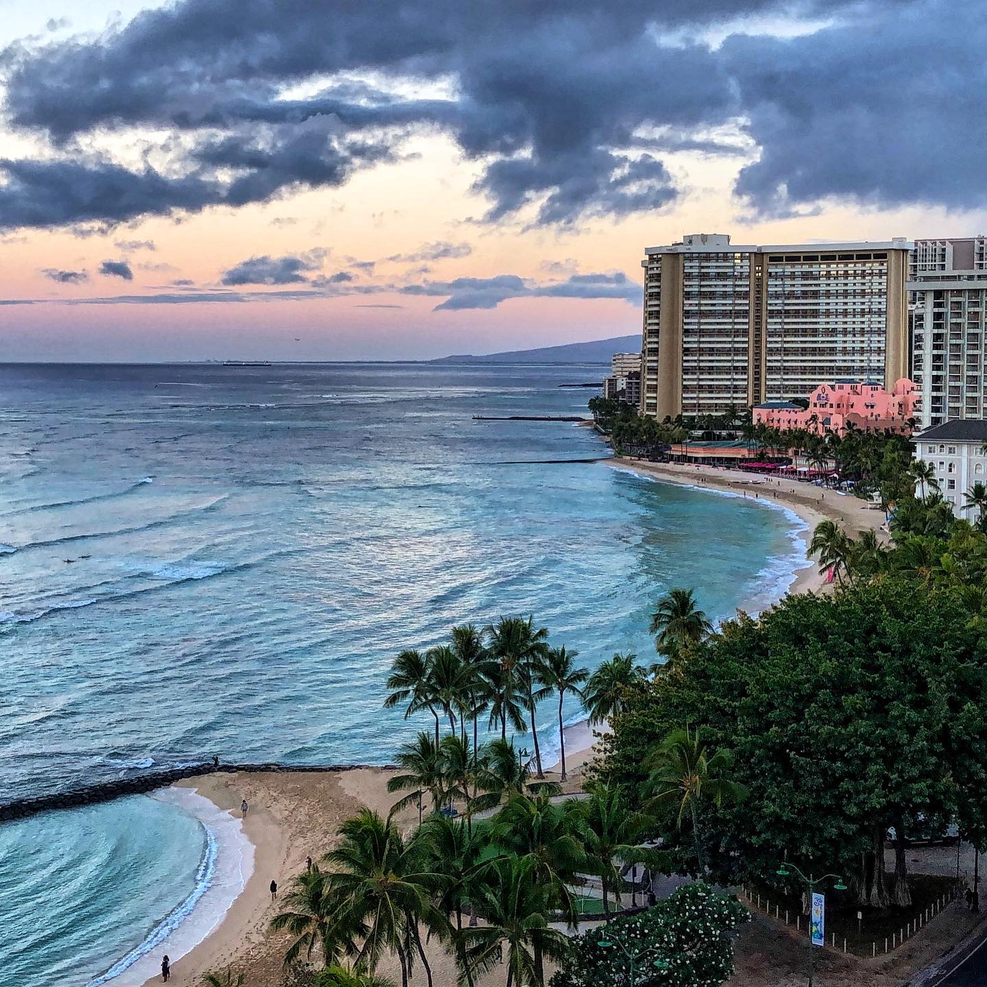 Waikiki, Oahu, Hawaii Wouldn't it be nice to have this view right now?  #usatravel #usatravels #hawaii #visithawaii #waikiki #waikikibeach #exploremore #exploretheworld #ig_hawaii #onlyinhawaii #hawaiilove #hawaiivacation #oahu #oahuhawaii #aloha #roomwithaview #hawaiistagram #summervibes #travelbug #travelpics #hawaiipic #picoftheday #travelmemories #travelmood #travelstoke #travelgram #tellus #oceanlover #bluehawaii #instatraveling