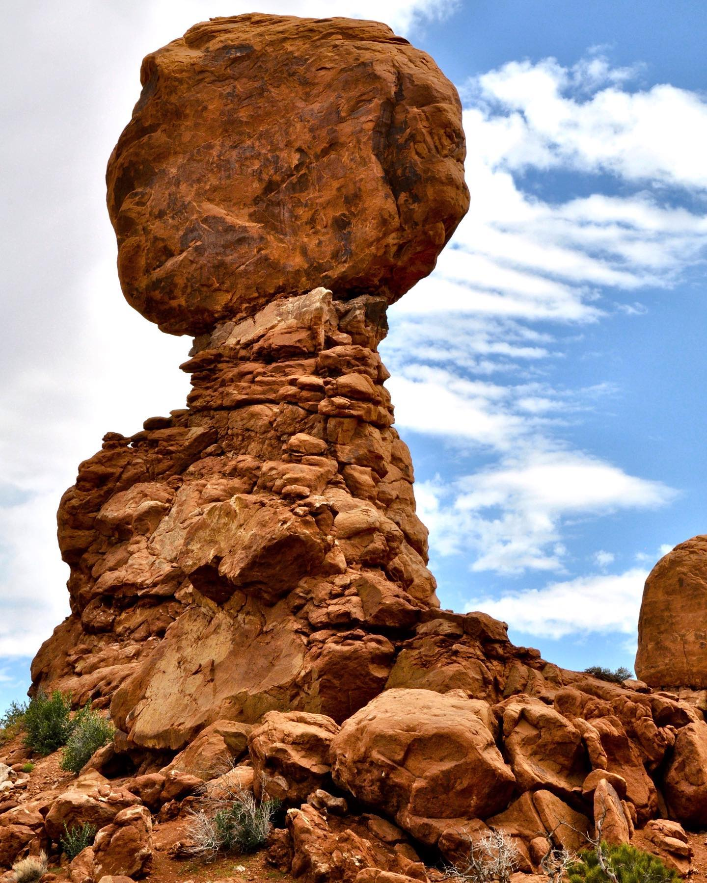 Balanced Rock, Arches NP, Utah A large rock, balanced upon a narrower pedestal of stone beneath it. It's worth to hike (0.3 mi roundtrip) around the rock's base for up-close perspectives.  #usatravel #usatravels #usatrip #usavacation #utah #utahunique #utah #utahgram #ig_usa #ig_utah #onlyinutah #balancedrock #archesnationalpark #archesnps #nature #naturelovers #nature_perfection #naturephoto #exploremore #postcardsfromtheworld #exploreutah #rockformation #picoftheday #passionpassport #travelinspiration #goexplore #travelstoke #travelgrams #wanderlust #optoutside #utahadventures