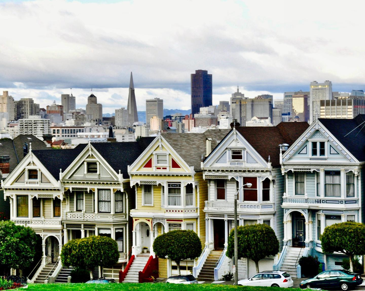 "Painted Ladies, San Francisco, California Victorian houses on Steiner Street, opposite Alamo Square. Built between 1892 and 1896 and the ""Ladies"" still looking good. #usatravels #california #californiadreaming #californialove #sanfrancisco #sanfranciscolife #paintedladies #steinerstreet #alamosquare #citylife #cityphotography #travelphotography #travelgram #traveltheusa #traveltheus #cityview #travelgram #travelblog #travelblogger #instatravel #instatraveling"