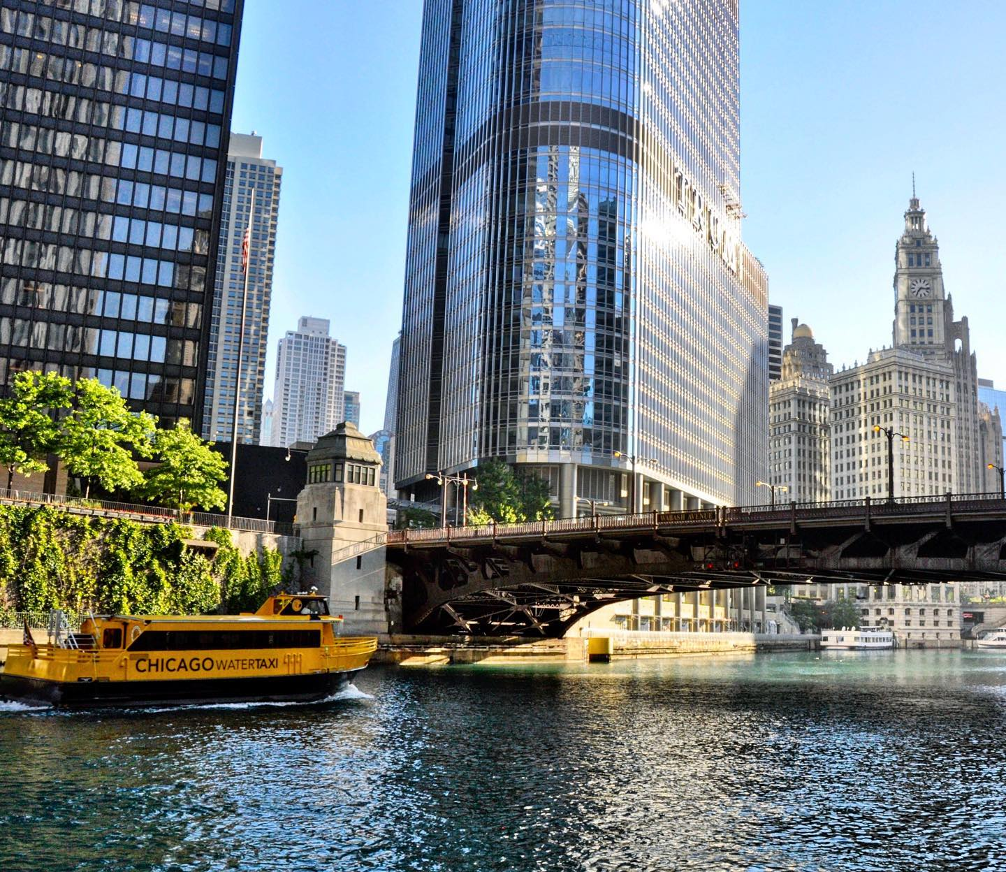 Chicago Riverwalk, Chicago, Illinois Do you also think that a river increases the attractiveness of a city? #usa #usatravel #usatraveler #usareise #chicago #illinois #chicagoriver #chicagoriverwalk #citytrip #citytravel #citylife #cityscape #cityphotography #travelgram #travelphotography #travelblogger #travelblog #reiseblog #reisefotografie #reiseblogger #reiselust #travelbug #instatravel