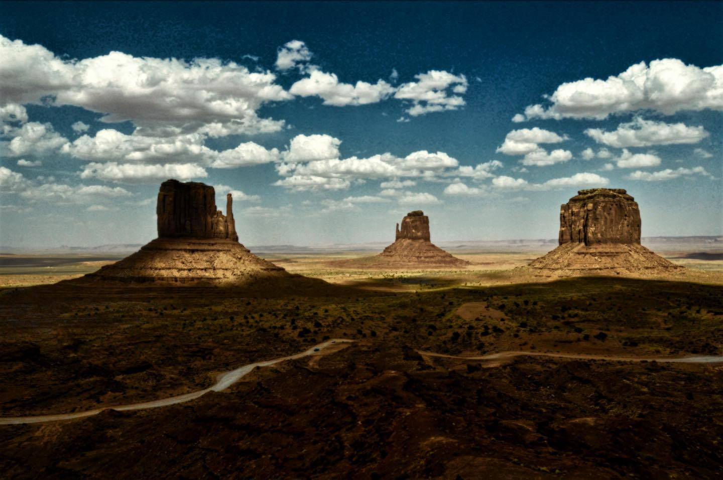 Monument Valley, Arizona/Utah  Last day #usasehnsuchtstage @ccountryatheart   For us, as probably for many others, Monument Valley is a magical place.  #usa #us #usatravel #usatravels #monumentvalley #onlyinutah #onlyinarizona #nature #naturelove #nature_perfection #naturephoto #magicalplace #igshotz #vacationgoals #travellove #takemetherenow #wandergram #passportpassion #travelinspiration #speachlessplaces #usasehnsuchtstage #travelpics #travelstoked #tellus #outdooradventures #stayandwonder #instatravel