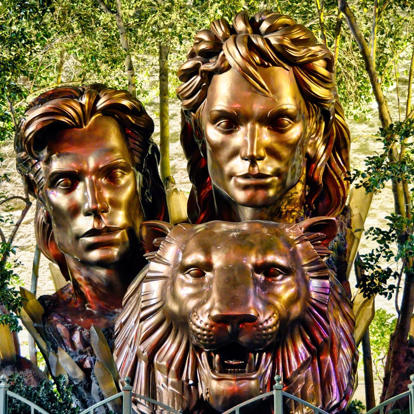 The Mirage, Las Vegas, Nevada Statue on The Mirage property facing the Strip. Siegfried & Roy were an iconic Las Vegas duo who helped to make the city shine a bit brighter. Your legacy will never die. R.I.P.🖤  #lasvegas #lasvegasstrip #lasvegasnevada #lasvegasnv #lasvegasblvd #lasvegasstrip #vegasstrip #themirage #miragelasvegas #siegfriedandroy #siegfriedfischbacher #royhorn #illusion #illusionist #magic #magician #lasvegaslegends #lasvegasshows #lasvegasentertainment #lasvegasicons #lasvegasshow