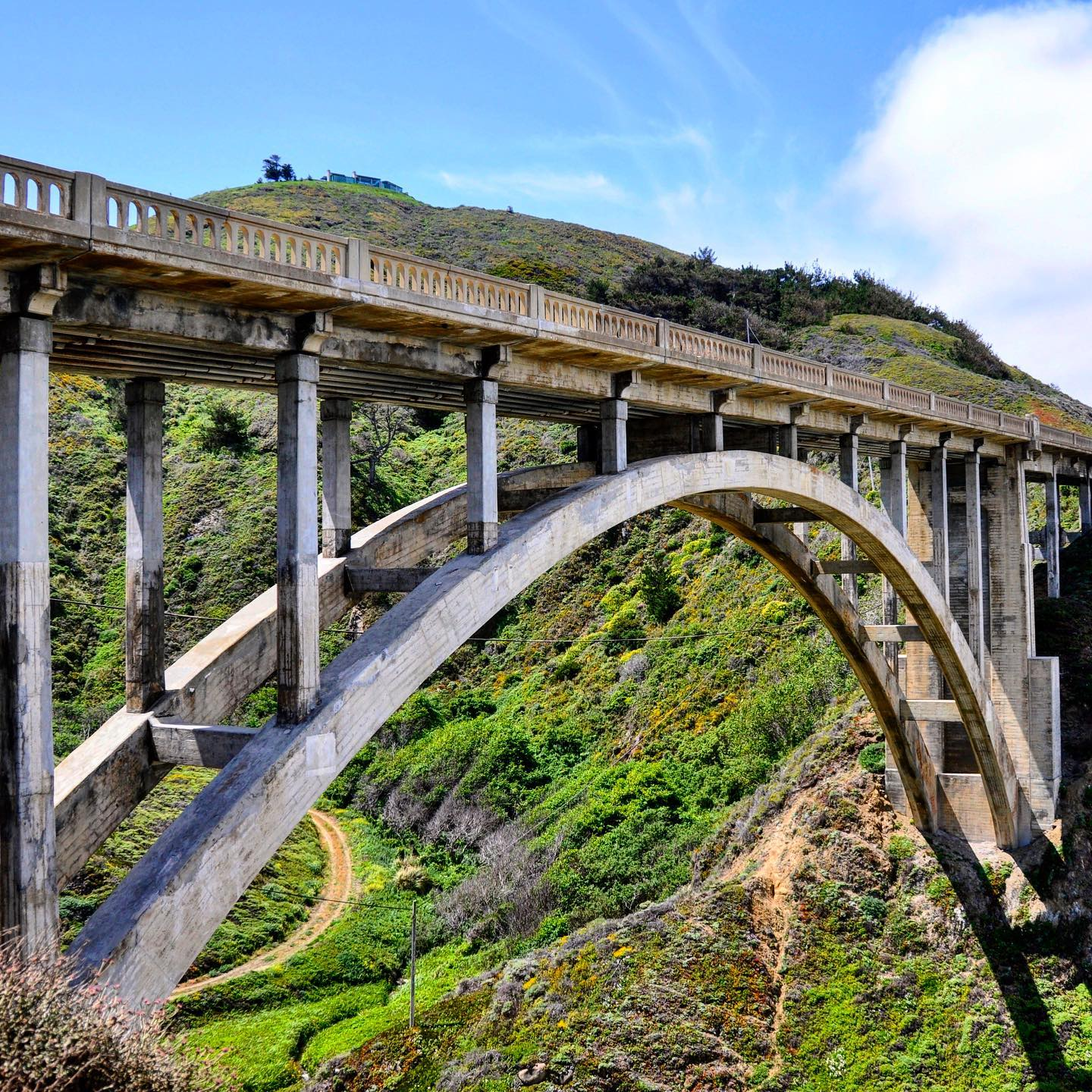 Bixby Creek Bridge, Big Sur, California  For certain one of the most photographed bridges in California. #usa #usatravel #usatraveler #bigsur #bixbybridge #california #californiaroadtrip #roadtripusa #roadtrip #californialove #bridge #bridgephotography #travelphotography #travelgram #travelpics #reisefotografie #reiseblogger #reiseblog #artdeco #architecture #architecturephotography #travelblog #travelblogger #usablogger #beautifulplaces #beautifulnature #beautifuldestinations #justbeautiful