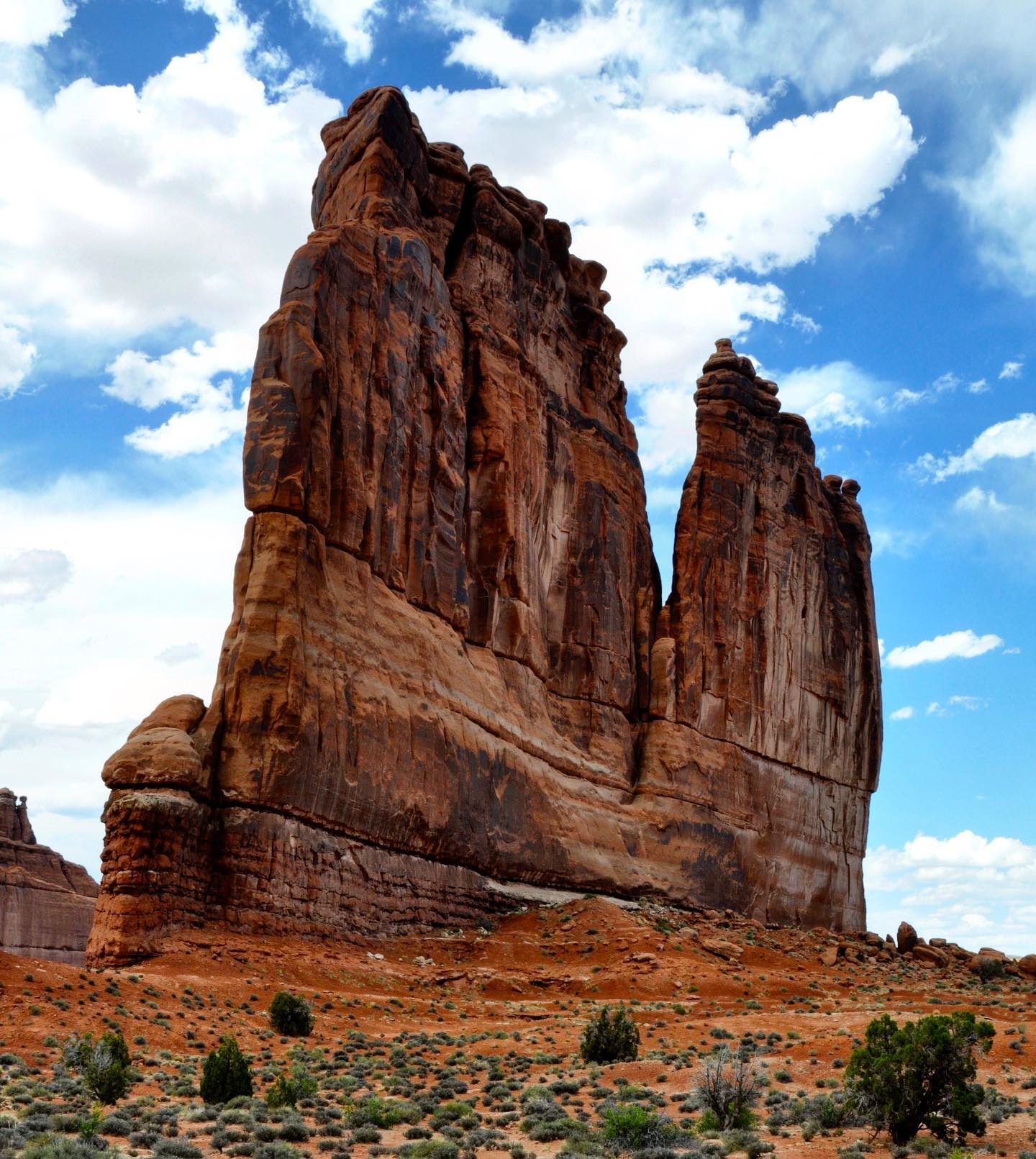 "The Organ, Arches NP, Utah  If you hike along the Park Avenue Trail you will be treated with great views of the Courthouse Towers, which is composed of formations of The Organ, The Tower of Babel, The Three Gossips and Sheep Rock. Arches NP should be on everyone's ""must see"" list of  US National Parks.  #usatravel #usatravels #traveltheusa #traveltheus #roadtripusa #roadtripamerica #travelphotography #travelpics #travelblogger #usablogger #utah #utahunique #utahgram #naturelovers #natureandme #archesnationalpark #archesnps #utahstoke #utahexplored #exploremore #exploretheusa #wanderlust #visitutah #rockformation #hikingutah #hikinglove #instatraveling #usaaddicted #beautifulnature #naturephotography"