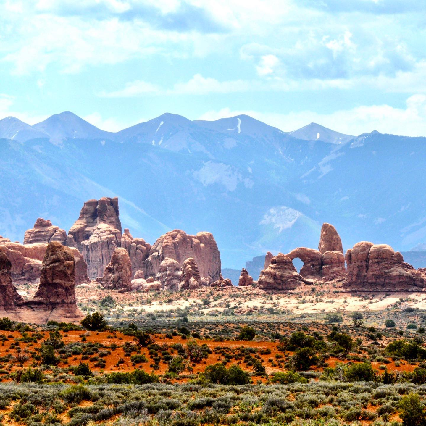 Arches NP, Utah View from Arches Scenic Dr towards Windows District.   #usa #us #usatravel #usatravels #usareisen #usatrip #usaaddicted #usaroadtrip #utah #utahunique #archesnationalpark #landscape #landschaftsfotografie #landscapephotography #redrocks #naturelovers #nature_perfection #travelcommunity #utahgram #beautifulnature #travelutah #travelpics #reisefotografie #natureaddict #planetearth #outdoorlovers #travelblogger #reiseblogger #traveling #travelstoke