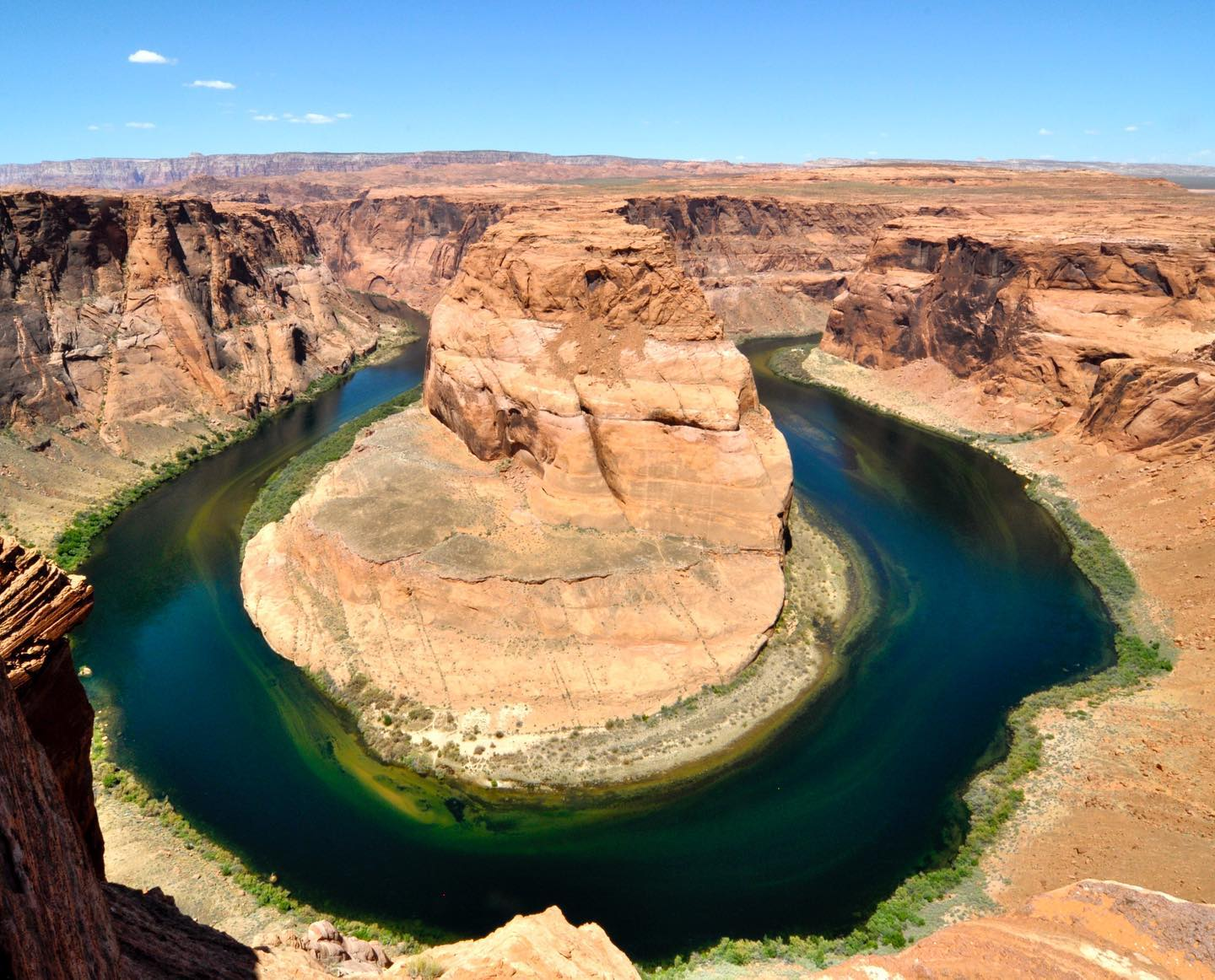 Horseshoe Bend near Page/Arizona You have not been there yet? Put it on your bucket list. It's a short/easy hike from the parking lot to this unique place. Be there early, it might be crowded during the day. #roadtripusa🇺🇸 #roadtrip #roadtrippin #arizona #ontheroad #pagearizona #horseshoebend #travelphotography #travelblogger #landscapephotography #desertvibes #canyon #beautifuldestinations #unitedstates #scenicview #coloradoriver #instatravel
